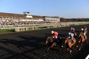 Action from The Bet At Blue Square On Your Mobile on Winter Derby Day at Lingfield Park Racecourse. Pic: Courtesy ARC.