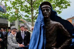Lester Piggott statue Royal Ascot 2019